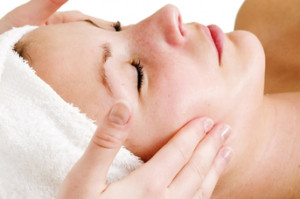 Formuojantis masažas veidui ir kaklui